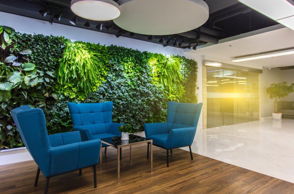kantoor lounge met groene wand